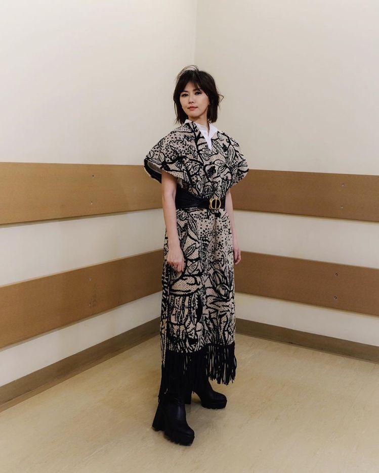 孫燕姿在跨年表演活動身穿DIOR早春系列。圖/取自IG