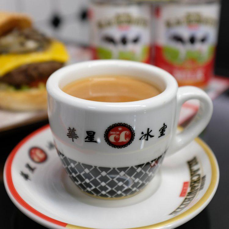 港式功夫香滑奶茶,熱78元/冰88元。圖/華星冰室提供