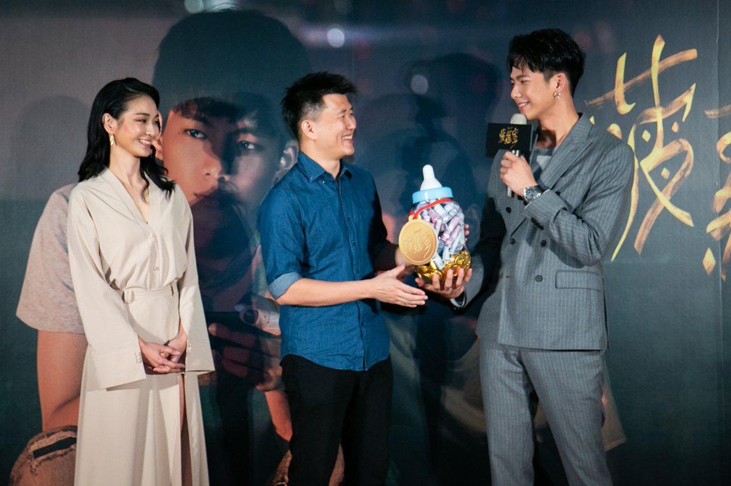陳雪甄(左起)、導演廖克發及吳念軒出席「菠蘿蜜」首映會。圖/牽猴子提供