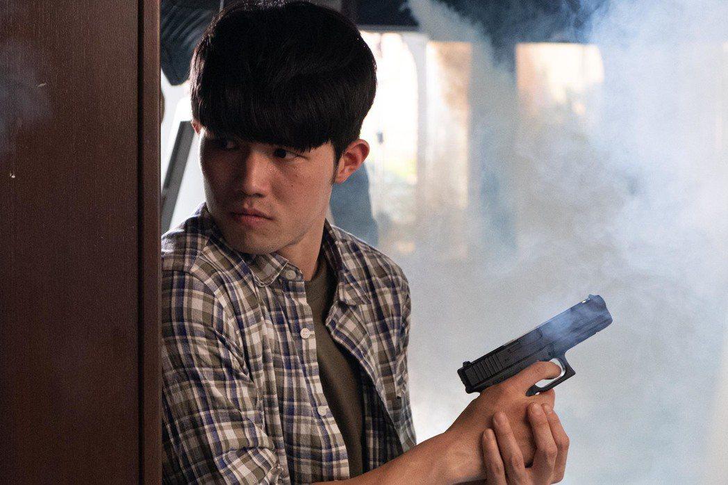 張耀仁劇中飾演幕後駭客主嫌,首度演出反派角色。圖/拙八郎提供