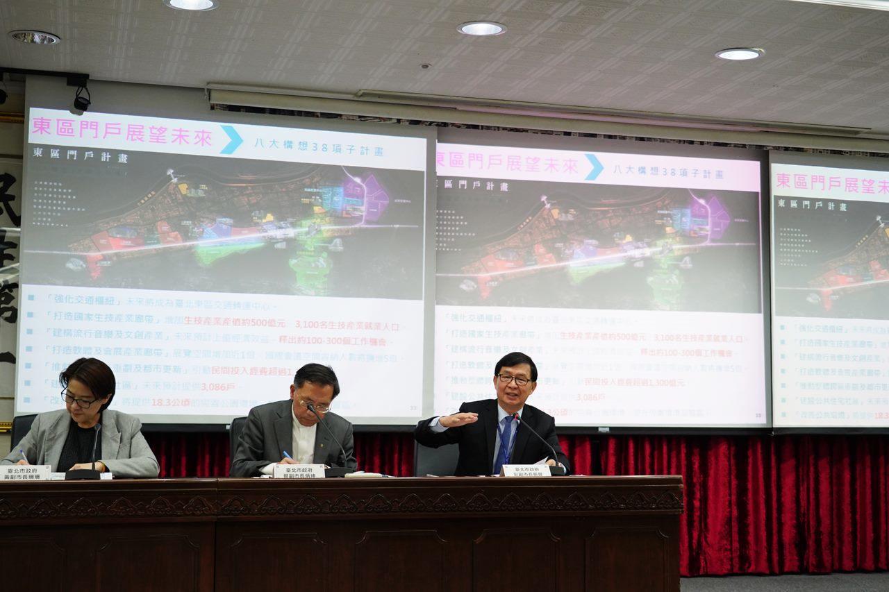 北市府昨舉行「台北新象2.0」記者會,由3位副市長彭振聲、蔡炳坤、黃珊珊共同主持...