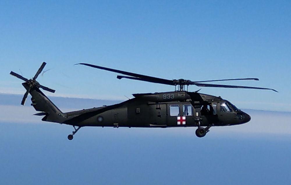 國軍黑鷹直升機昨天失事,共造成8人罹難,包括參謀總長沈一鳴。圖為失事的933號機...