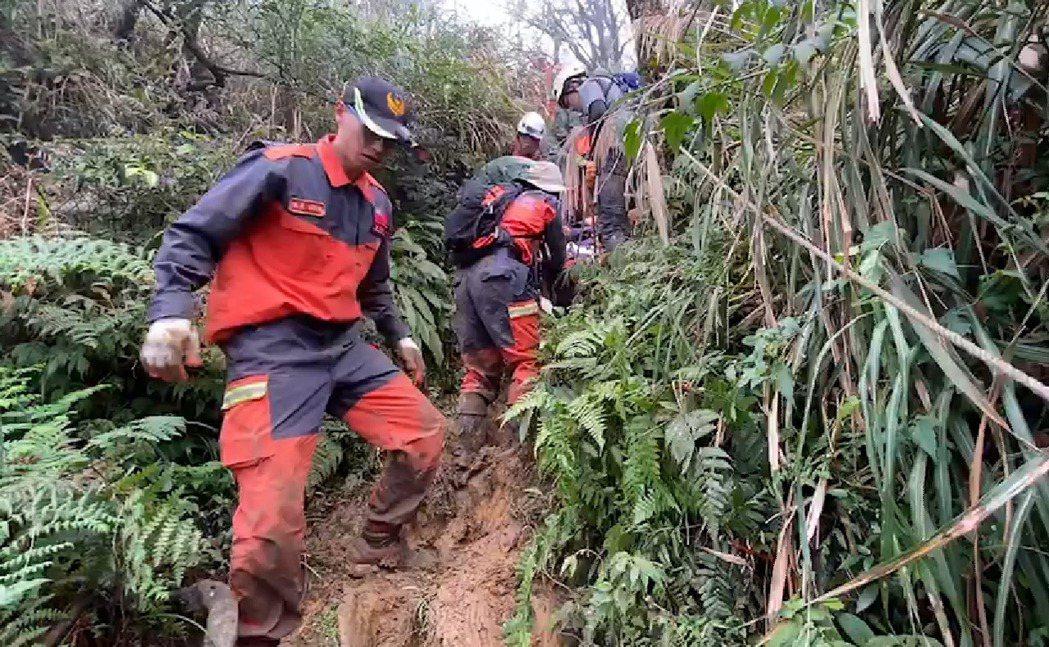 山區救難任務道路艱險,搜救過程相當辛苦。 記者戴永華/翻攝