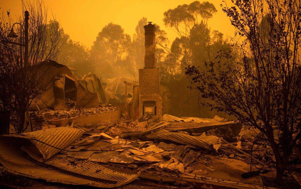 澳洲新南威爾斯省受野火影響最嚴重,有900多間房屋被燒毀。 (法新社)