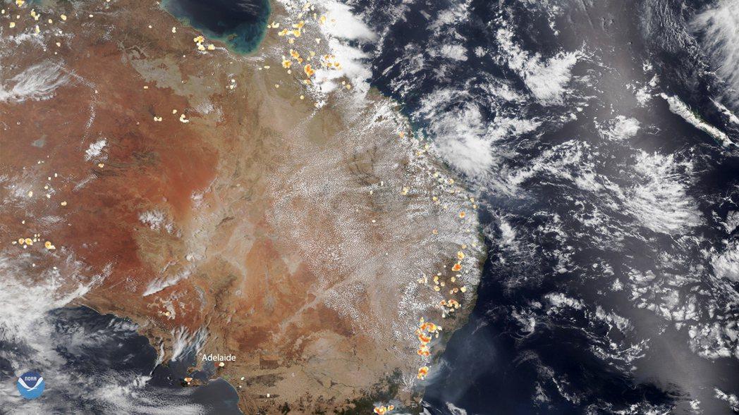 美國國家海洋暨大氣管理局上月26日發布衛星雲圖顯示,澳洲東南方省分遍布起火點。 ...