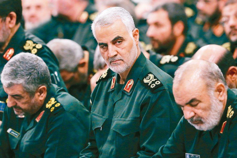 美國空襲巴格達國際機場,擊斃伊朗革命衛隊聖城旅指揮官蘇雷曼尼(中)。 美聯社