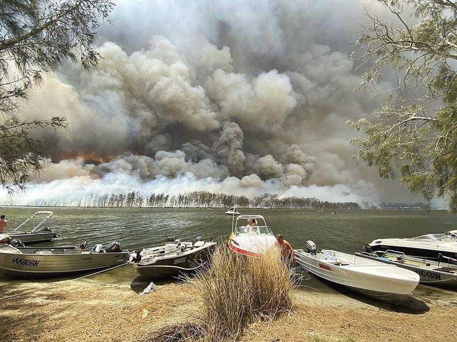 澳洲野火迄今已燒掉相當於1.5個台灣的面積。 美聯社