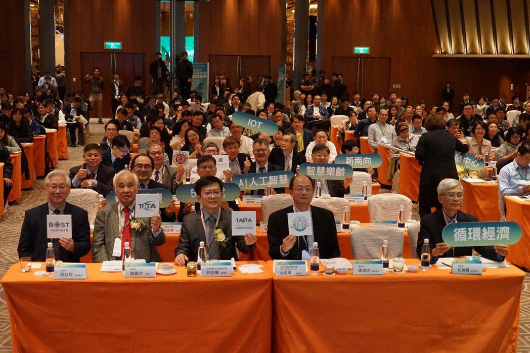 論壇計約500多人踴躍參與此重要活動,會場討論熱烈。              ...