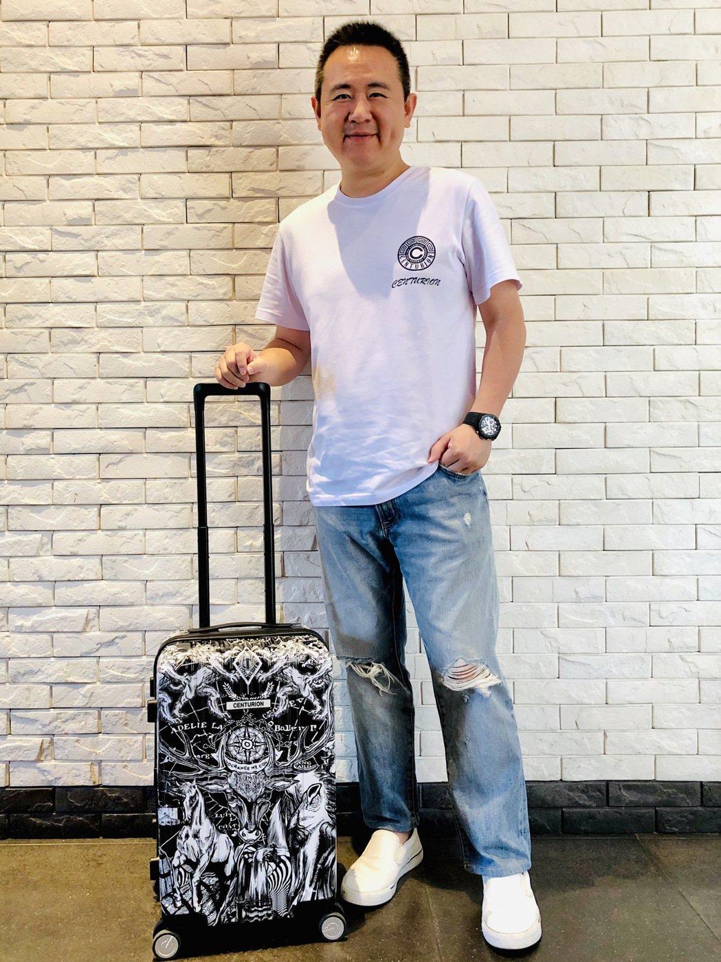 百夫長創辦人陳志彬,用旅行箱讓世界看見台灣。 業者/提供