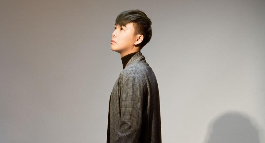 作為浪Live直播平台第一位獲得金曲男歌手的直播主Eason鄭亦宸(ID: 13...