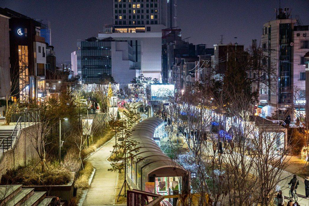 圖為京義線林蔭道書街。 圖/取自京義線書街Facebook