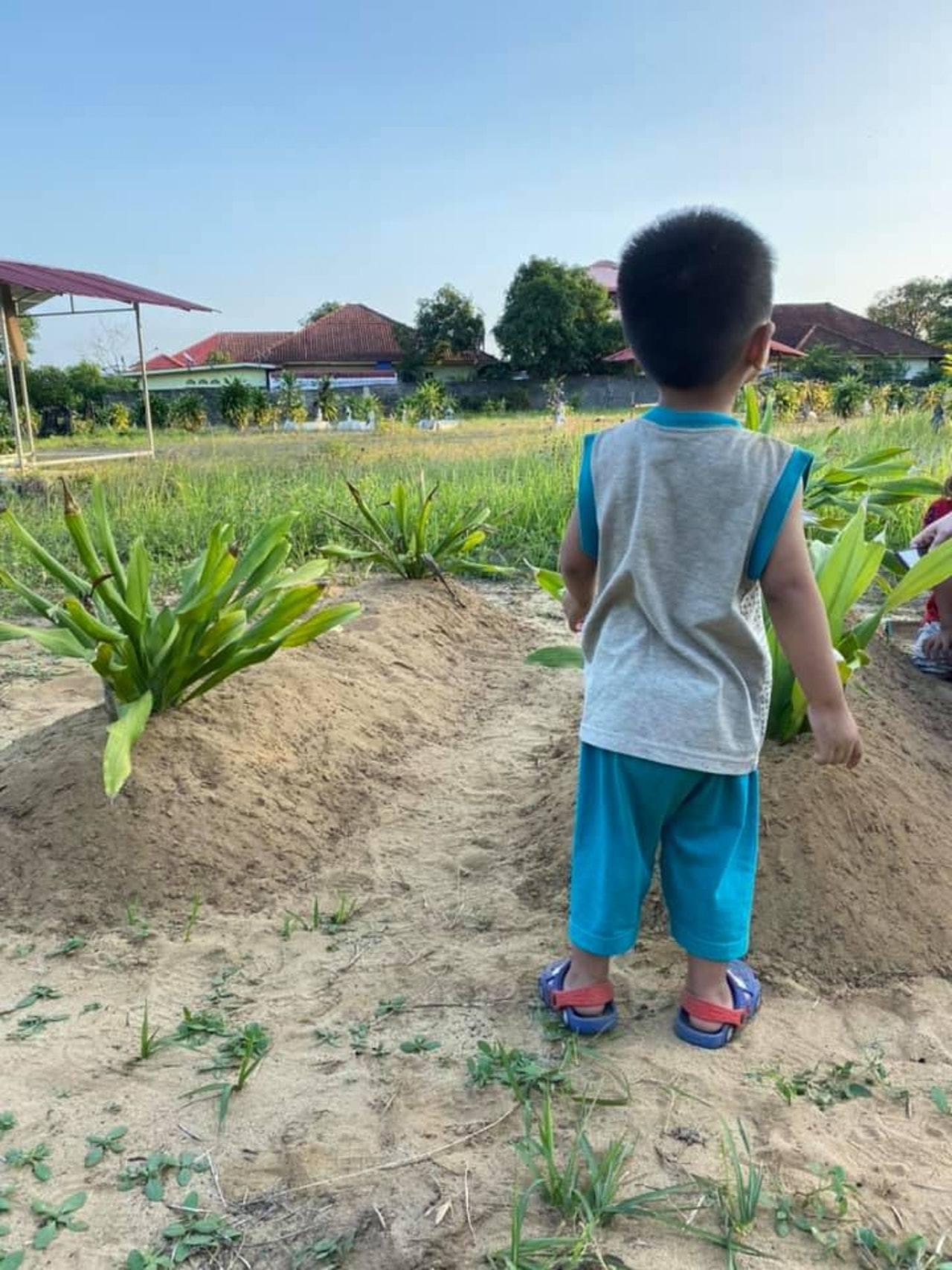 阿凡的父母在10月29日於吉隆坡騎電單車時不幸發生車禍,兩人命喪黃泉,2歲的阿凡...