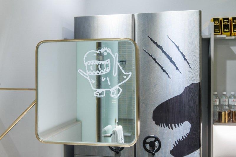 主題房內,鏡子表面也有可愛「寶比龍」插圖。 華山町/提供