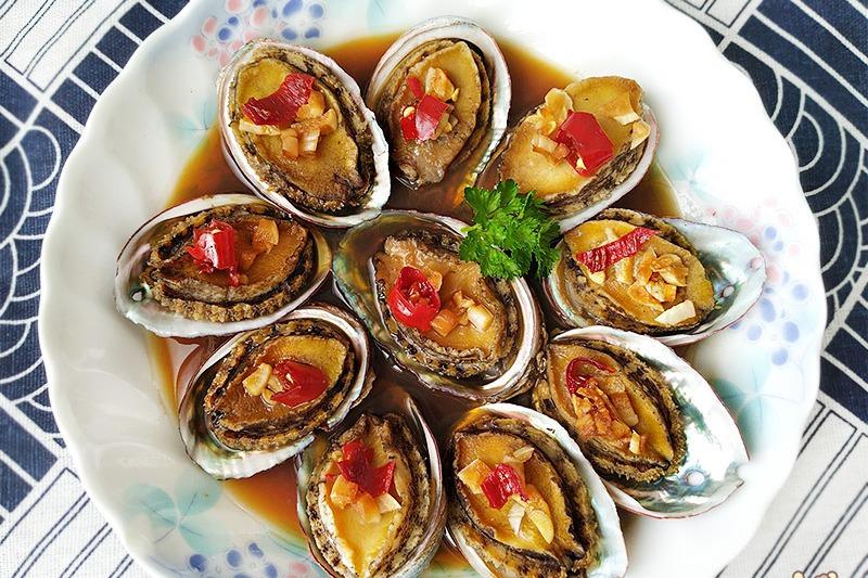【食譜】蒜香蒸鮑魚。簡易電鍋宴客菜/年菜