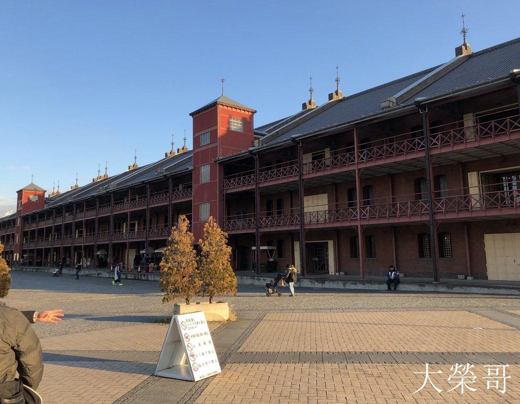 26.橫濱紅磚倉庫 建於明治末期至大正初期的倉庫群,做為象徵橫濱港的發展的歷史性建築物。