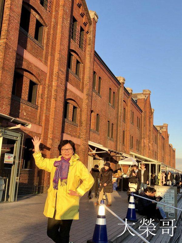 28.2002年橫濱紅磚倉庫進行了全新的改造,在保留了建築物的歷史原貌的條件下,將內部加以改造,使其發生了舊貌換新顏的巨大變化。