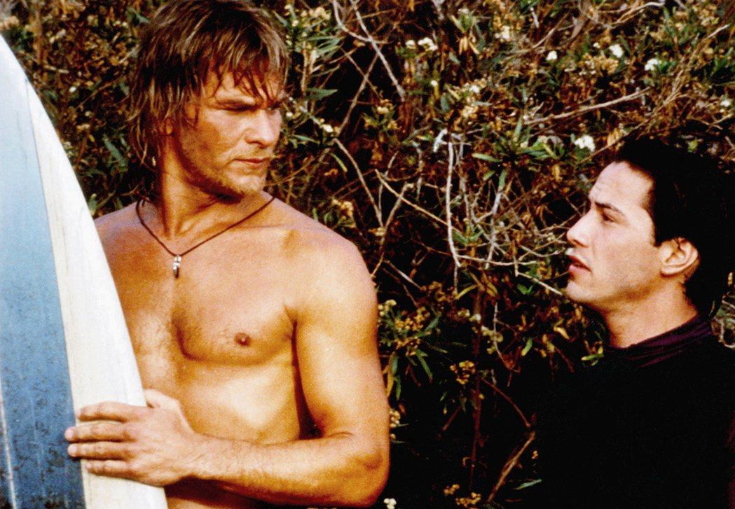 派屈克史威茲(左)與基努李維在「驚爆點」其實是第2度合作。圖/摘自imdb