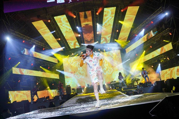 蕭敬騰穿著GUCCI鼠年新春主題系列服裝。圖/GUCCI提供