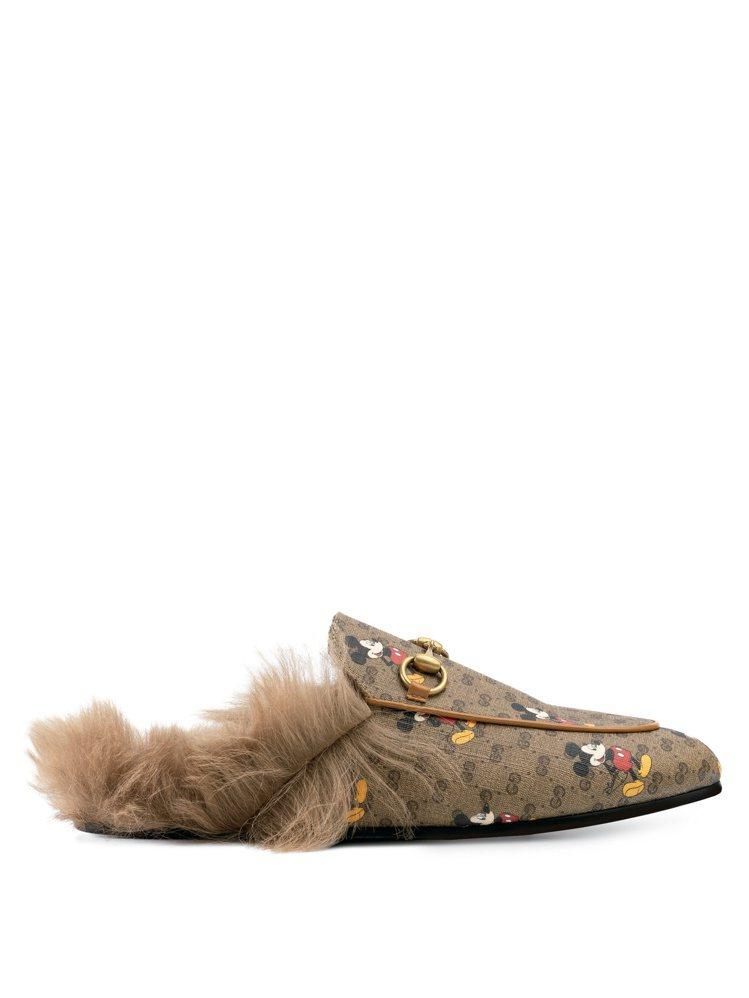 PRINCE TOWN系列米奇毛絨拖鞋,售價27,500元。圖/GUCCI提供