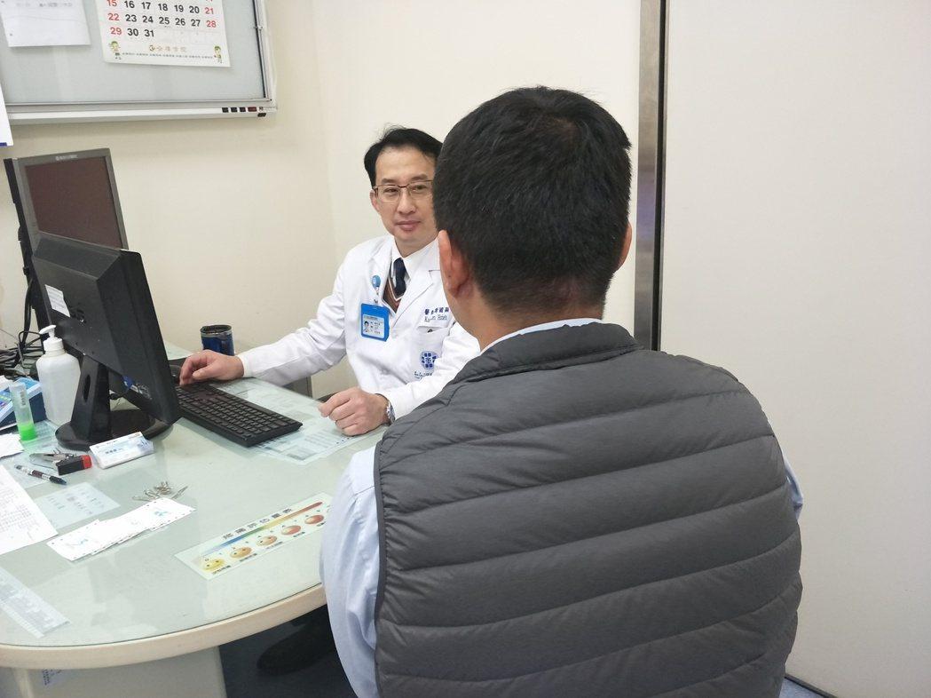 醫師謝國顯呼籲飲酒適量,並且不要過度運動,遇到身體出現病痛時都應該尋求專業醫師的...