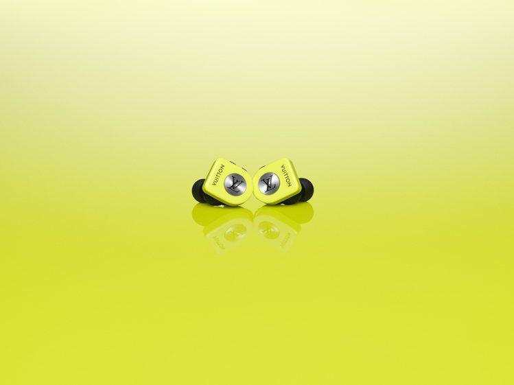 路易威登全新無線耳機霓虹黃款,售價35,300元。圖/LV提供