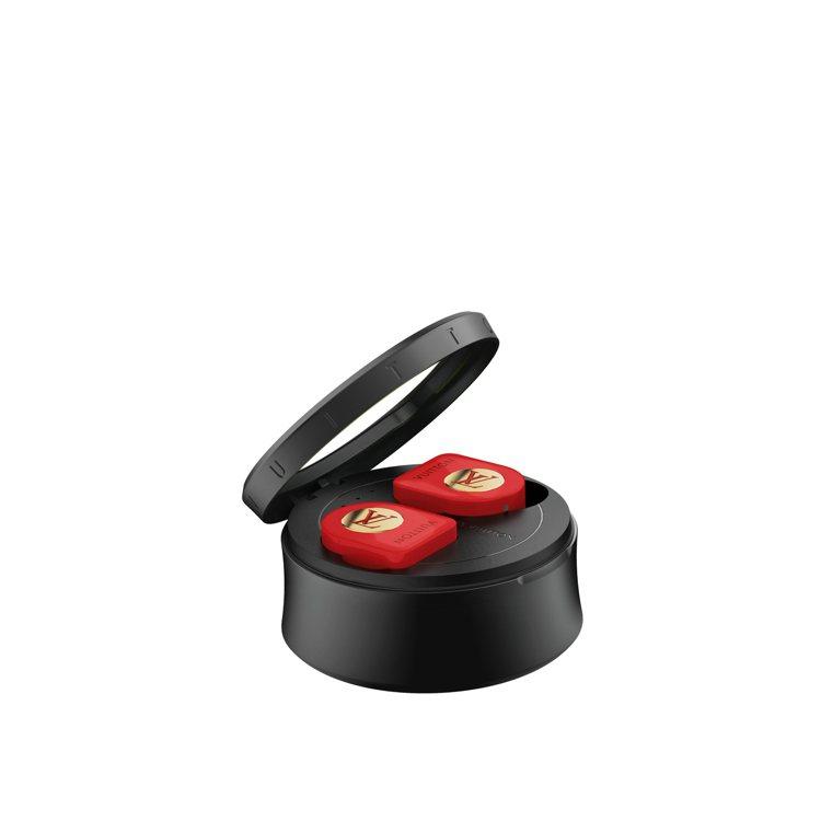 路易威登全新無線耳機亮紅色款,售價35,300元。圖/LV提供