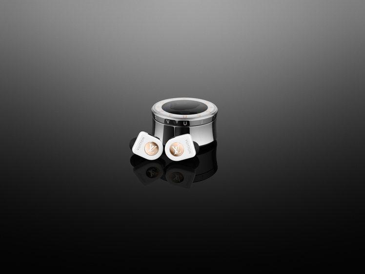 路易威登全新無線耳機純白色款,售價35,300元。圖/LV提供