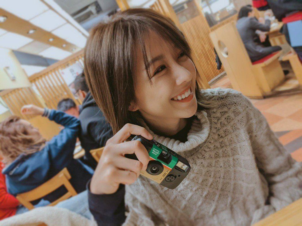 邵雨薇一個人到北海道旅行,散發文青氣息。圖/多曼尼提供