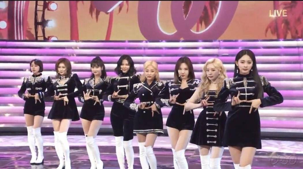 日本NHK第70屆紅白歌唱大賽,來自台灣的TWICE的周子瑜和AKB48 Tea
