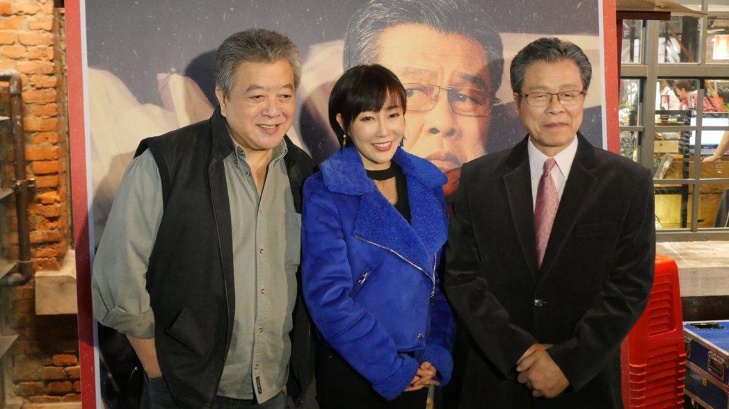 楊烈(右起)、西田惠里奈、林在培出席新戲「國際橋牌社」戶外播映活動。圖/馬克吐溫