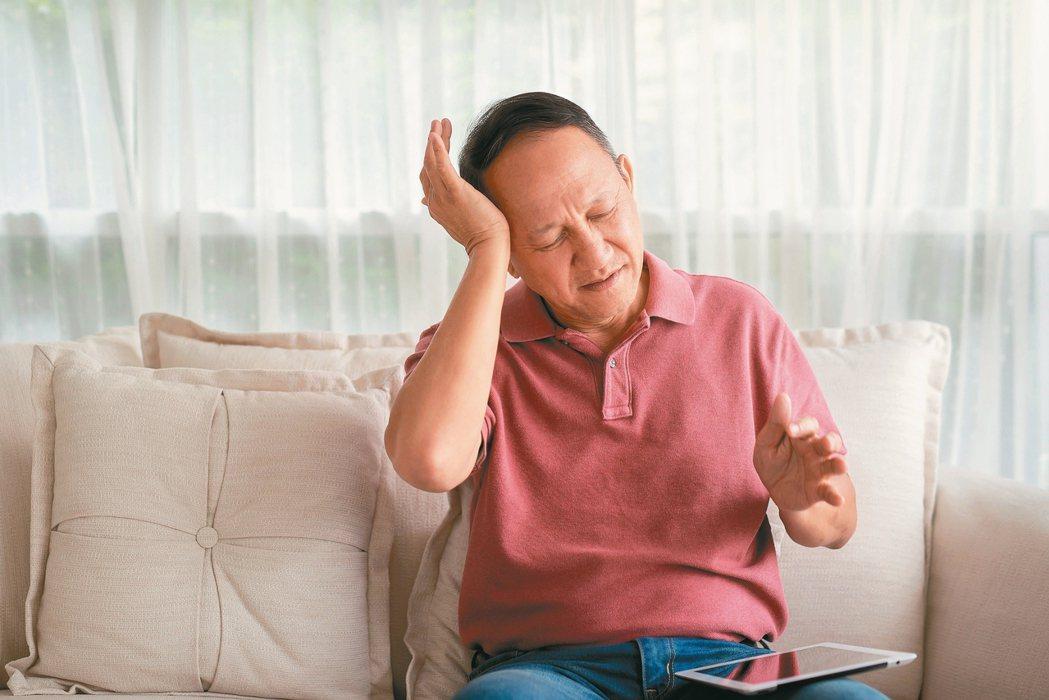 耳鳴病因眾多,應積極就醫,找出原因。 圖/123RF