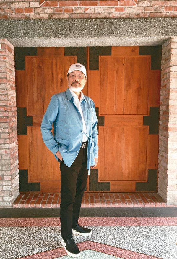 林經甫身分多元,曾是知名醫院院長、社會運動者、戲偶博物館創辦人,近來更開始拍攝影...