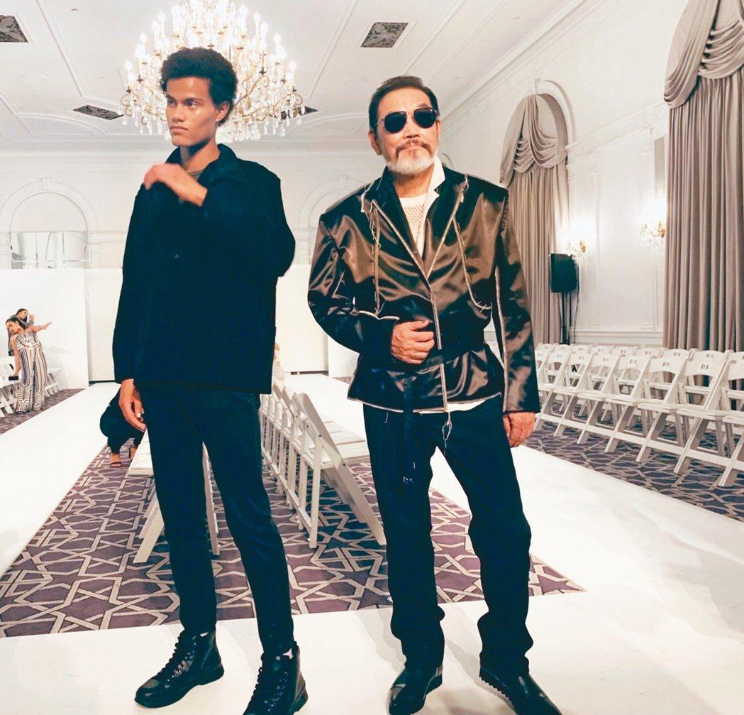 林經甫(右)去年9月受邀到美國紐約參加時裝周走秀。 圖/林經甫提供
