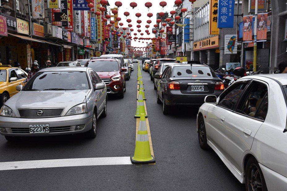 蘇花改全線通車加上春節連假,花蓮市區交通面臨嚴峻挑戰。記者王燕華/翻攝