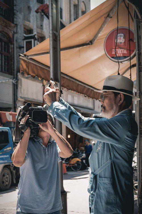 林經甫與兒子「台客劇場」導演林冠廷,曾一起拍攝記錄「生酮飲食」影片。圖/林經甫提...