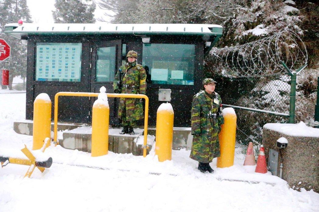 台灣重要高山都有各軍種的雷達站據點。 圖/國防部提供