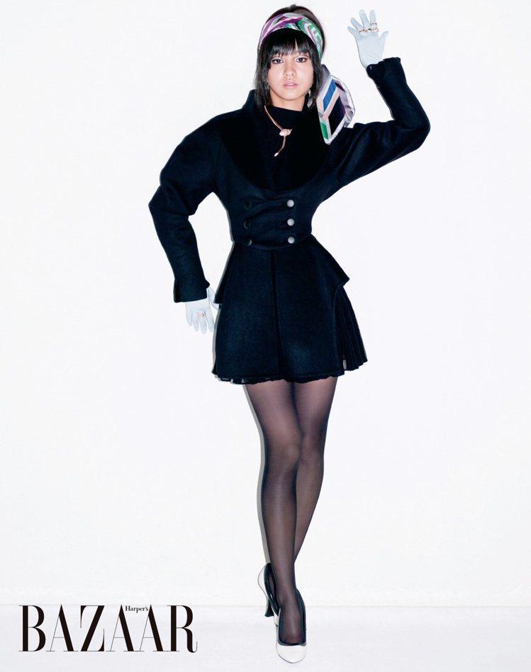 木村光希身穿Alaïa洋裝和LOEWE高跟鞋,展現獨特的肢體語言。圖/轉載自Ha...