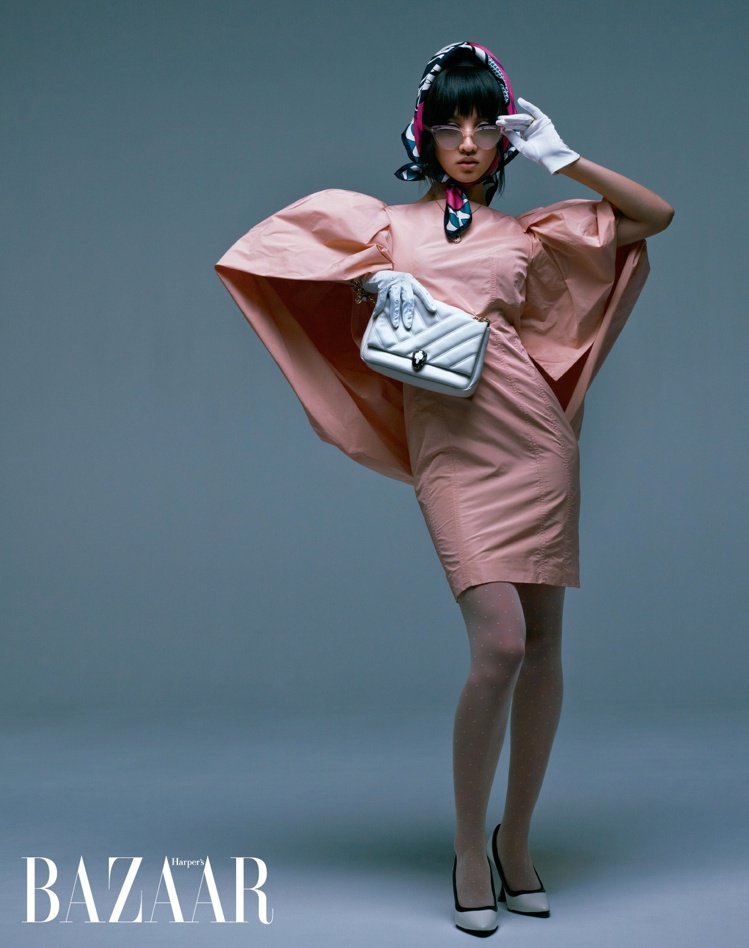 木村光希以GIVENCHY的洋裝、LOEWE高跟鞋,搭襯浮誇的墨鏡,塑造搶眼整體...