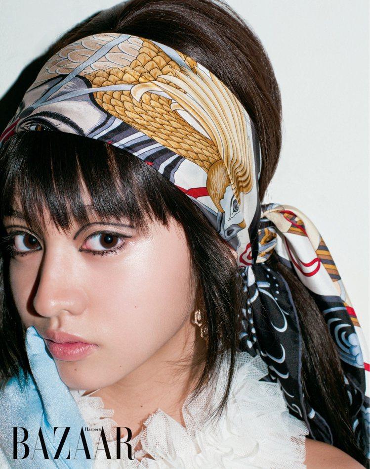 木村光希穿Tomo Koizumi洋裝展現六○年代的復古迷情。圖/轉載自Harp...