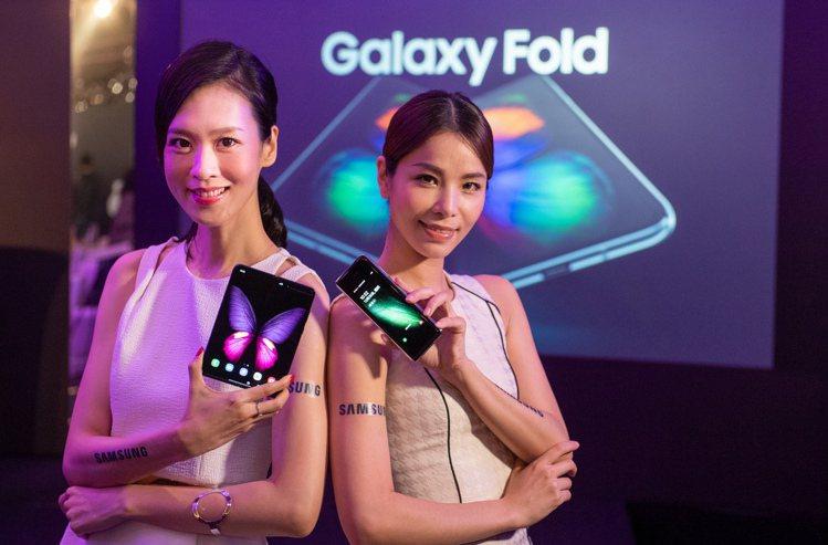 採用內摺疊無邊際柔性螢幕與6鏡頭設計的Samsung Galaxy Fold買氣...