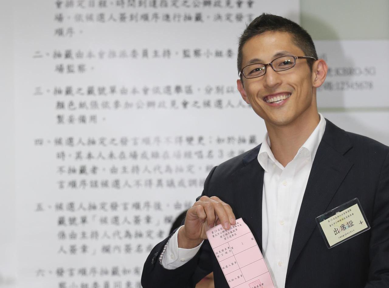 2020台北市立委選戰,民進黨候選人吳怡農未成功翻盤,卻成為全台關注的政治新星。...