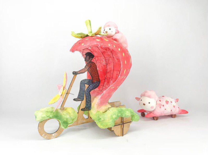 文化局打造7輛「寶島炫光巡邏隊」行動裝置車,2月8日至23日在台灣燈會主燈區巡迴踩街,這輛是「羊來了草莓車」模型。圖/台中市文化局提供