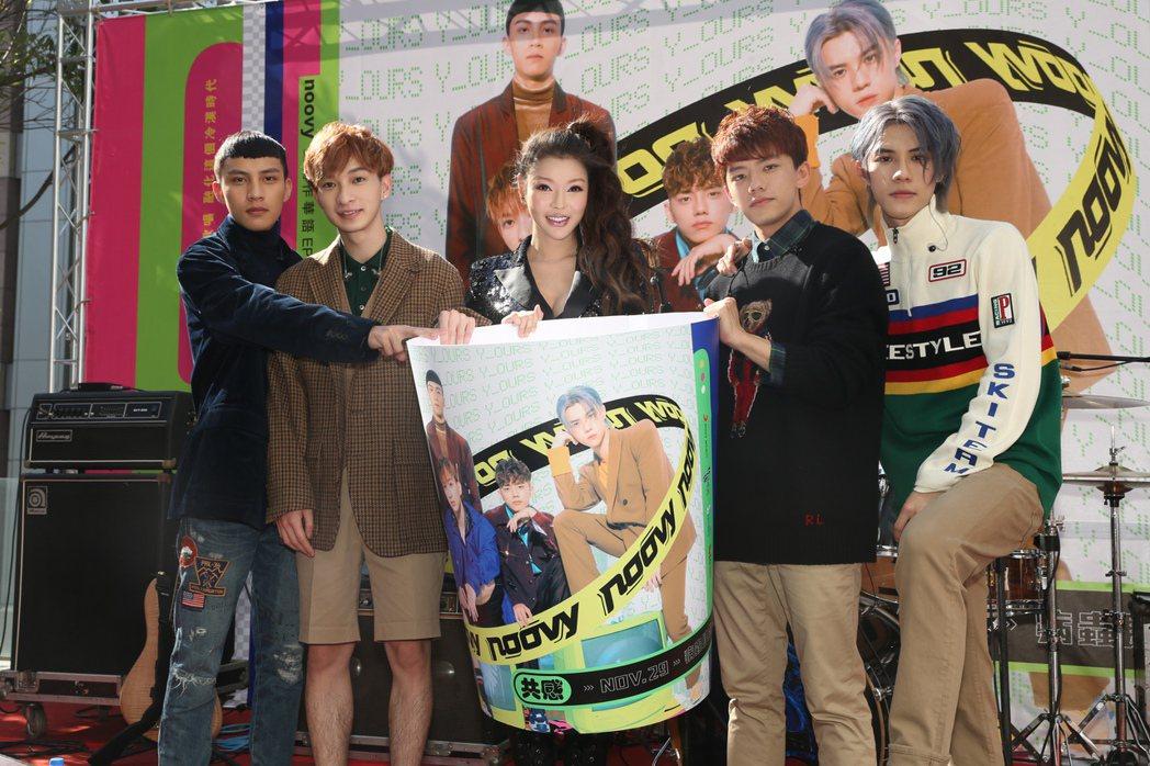 noovy台北簽唱會,師姐殷琦專程從台中現身力挺。圖/索尼提供