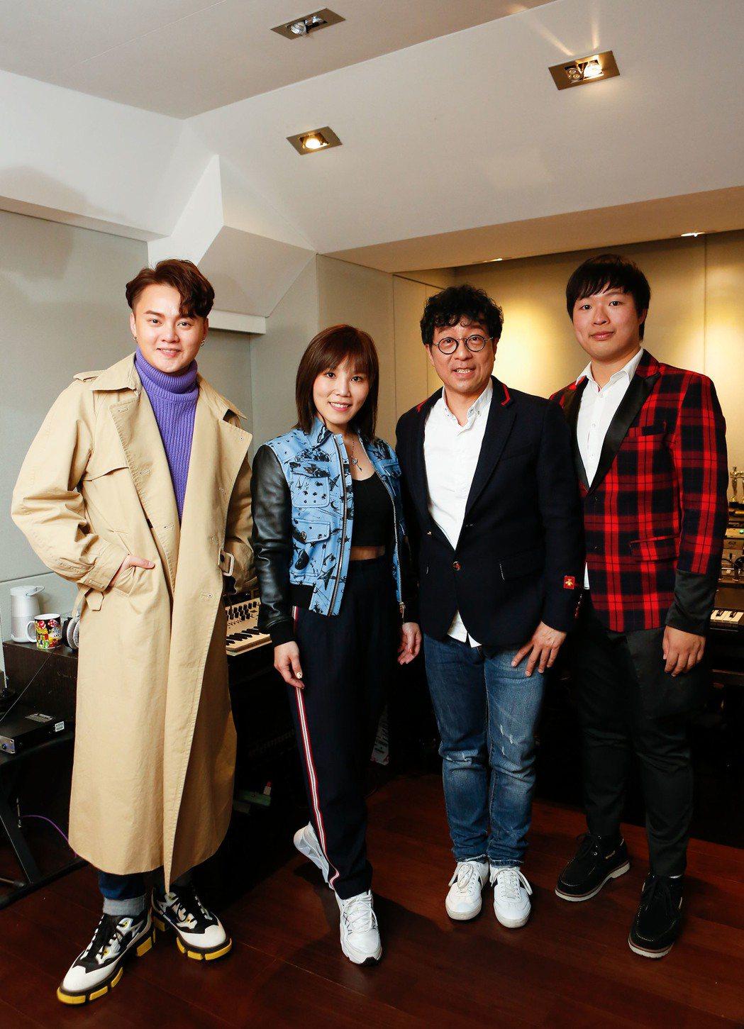 許富凱(左起)、李佳薇、蔣三省和蔣榮宗為台視八點檔大戲「生生世世」獻聲。圖/JM...