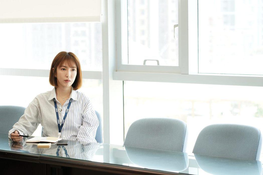 楊謹華在「鏡子森林」中飾演記者高明,旗下調查組命運未卜。圖/公視提供
