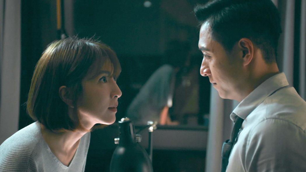 楊謹華(左)與鄭人碩在「鏡子森林」中爆氣爭執,令人心驚。圖/公視提供