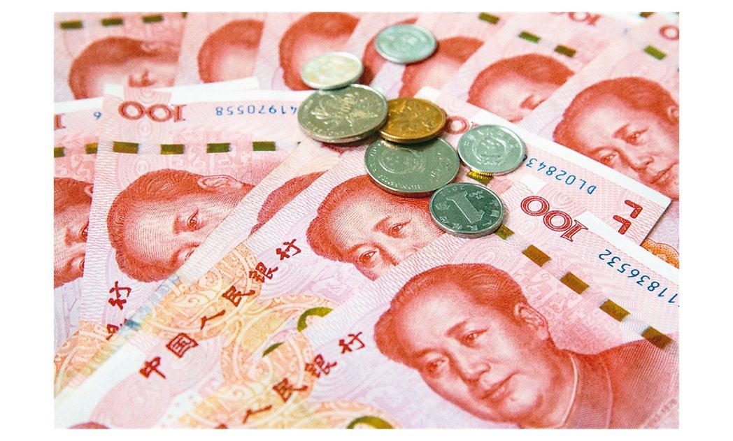 2020新年匯市第一周,人民幣對美元中間價累計當周小升0.4%。雖然美中貿易站穩...