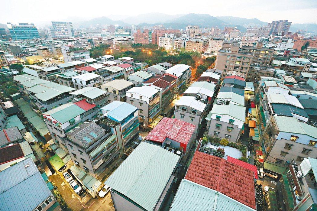 都更與危老建案占台北市總推案量比重約六成五,占比創下史上新高紀錄。 本報系資料...