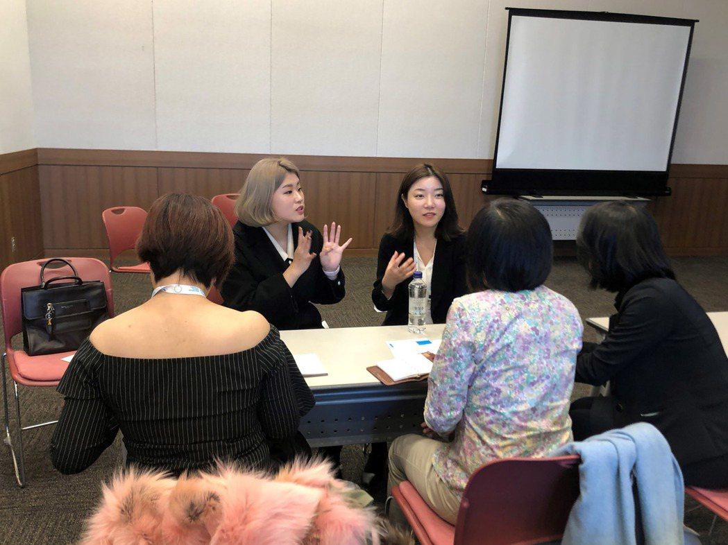 韓國網紅金在銀(後左)在2019國際糖尿病聯盟釜山大會中分享減重血淚史,她認為韓...
