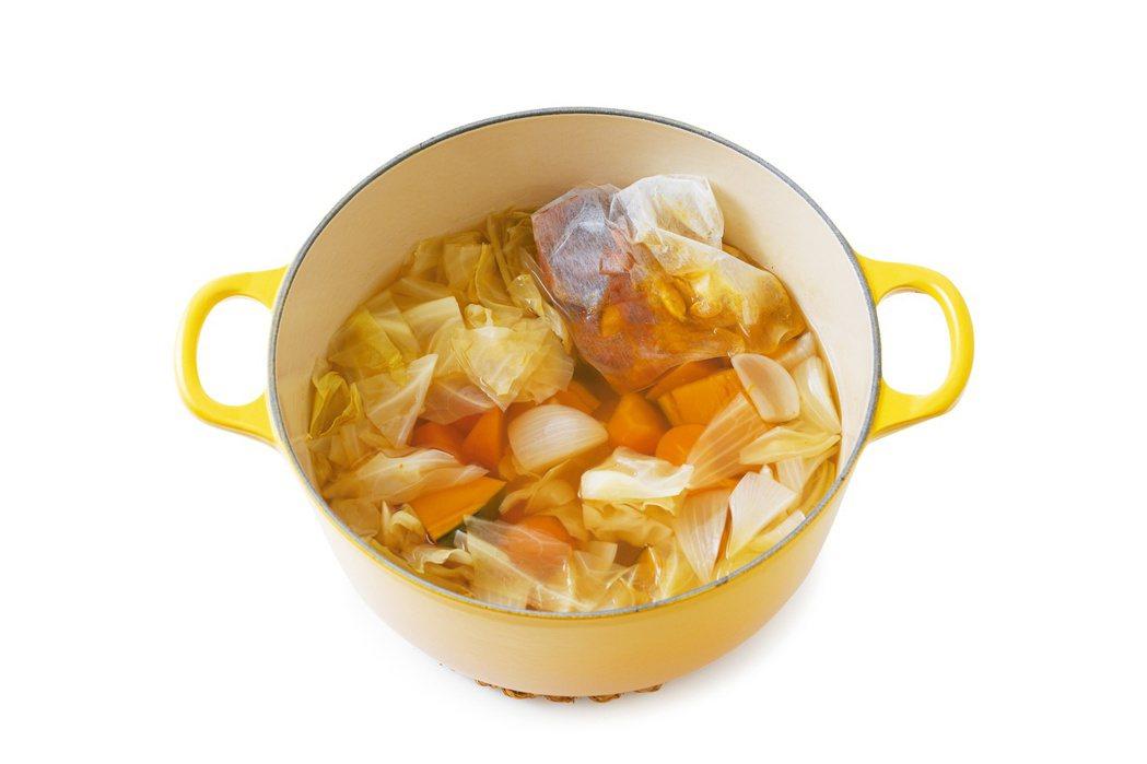 將「常備抗癌蔬菜湯」融入日常生活中,養成每天食用的習慣,就能吸收植化素,為身體帶...